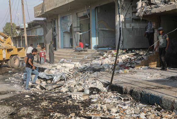 De bom zat verstopt in een truck die bij een bakkerij geparkeerd stond. Volgens Turkije zijn Koerdische YPG-milities verantwoordelijk voor de aanslag.