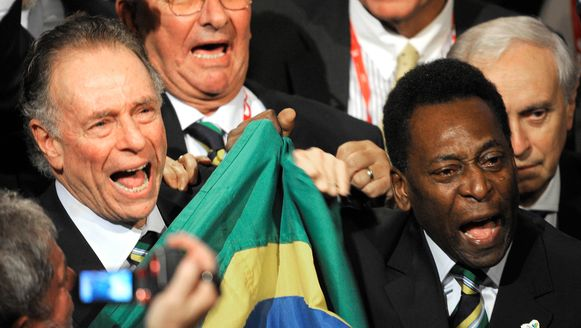 Nuzman links, Pelé rechts.