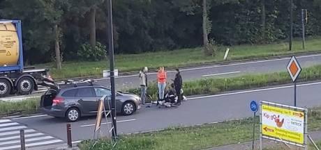 Fietser overgebracht naar ziekenhuis na aanrijding aan rotonde in Drongen