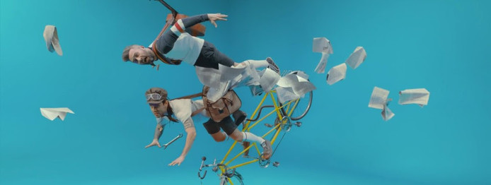 Still uit de videoclip Samoliot van 5'nizza.