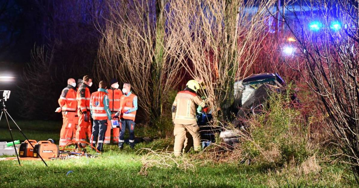Passagier 1,5 uur bekneld na ongeluk Kruiningen.