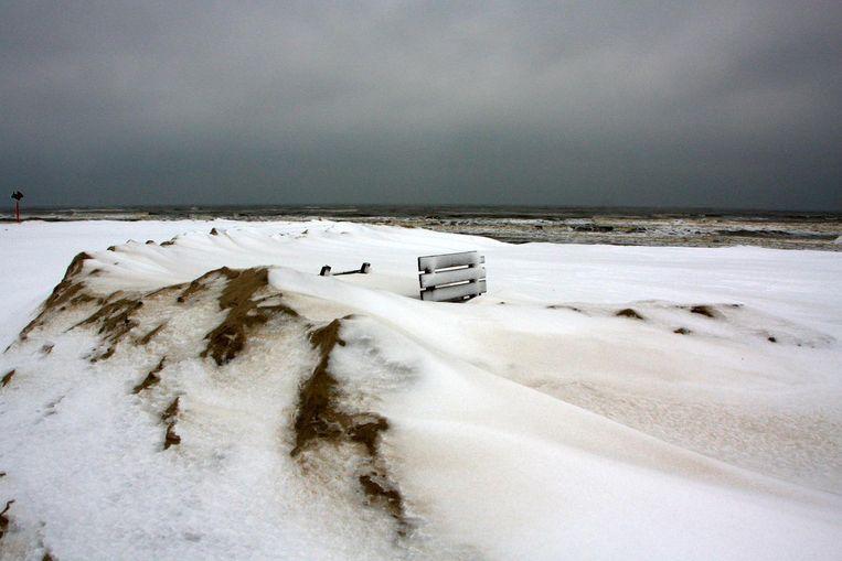 Jagen op het perfecte weerplaatje: Sneeuw op het strand in Scheveningen. Beeld Irma van Middelkoop