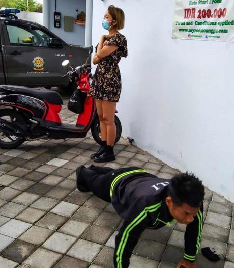 Des étrangers surpris sans masque à Bali sont contraints de faire des pompes