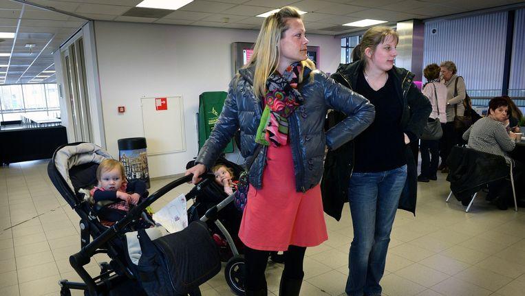 Moeders op de Huishoudbeurs in Amsterdam. Beeld Marcel van den Bergh / de Volkskrant