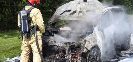 Auto brandt uit in Waalre terwijl eigenaar op de koffie is bij kennissen