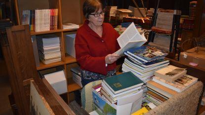 Wonen tussen de dozen: Marie-Jeanne neemt ons mee door archief Heemkunde Houtem