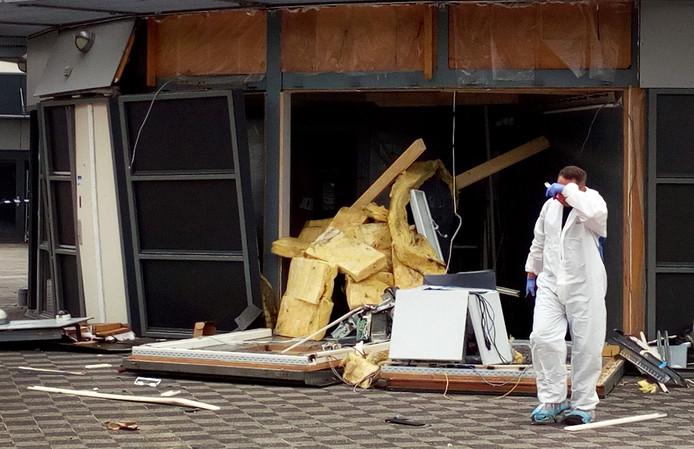 De plofkraak richtte veel schade aan bij de supermarkt in Lemmer.