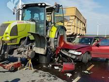 Veel schade na aanrijding met tractor in Zeewolde