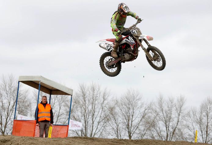 Mark Boot in actie tijdens een motorcrosswedstrijd.