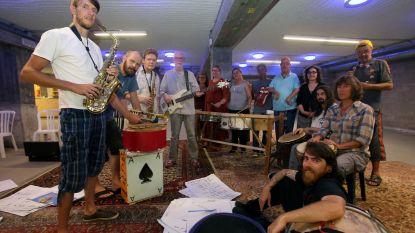"""The Ostend Street Orkestra wint Vlaamse Cultuurprijs voor amateurkunsten: """"We lopen niet in de pas en tóch wordt het gesmaakt"""""""