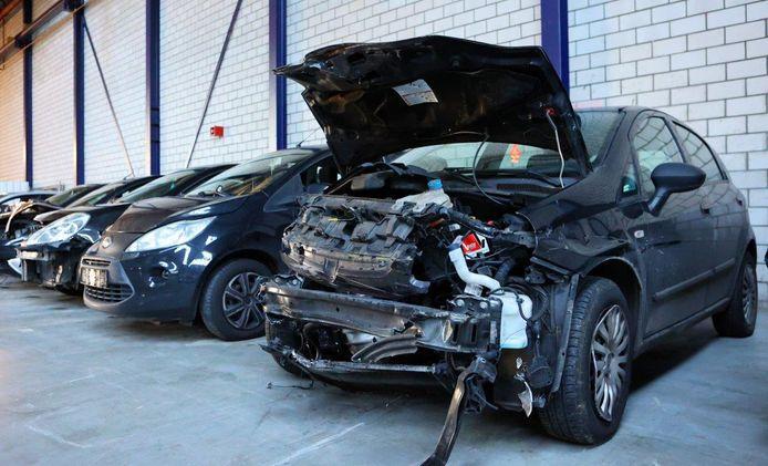 Sommige auto's liepen zaterdag flinke schade op bij ongevallen als gevolg van de gladheid.
