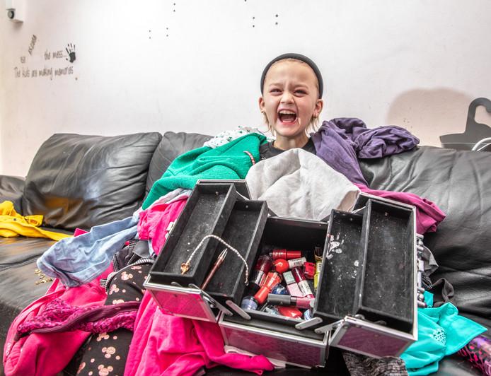 De 10-jarige Brandy, tot voor kort Brandon, heeft stapels met meisjeskleren gekregen na een oproep.