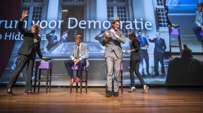 Thierry Baudet en Theo Hiddema met gast Johan Derksen tijdens het congres van Forum voor Democratie.