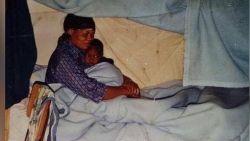 Met dit wel heel erg teder beeld wenst Benteke zijn mama gelukkige verjaardag