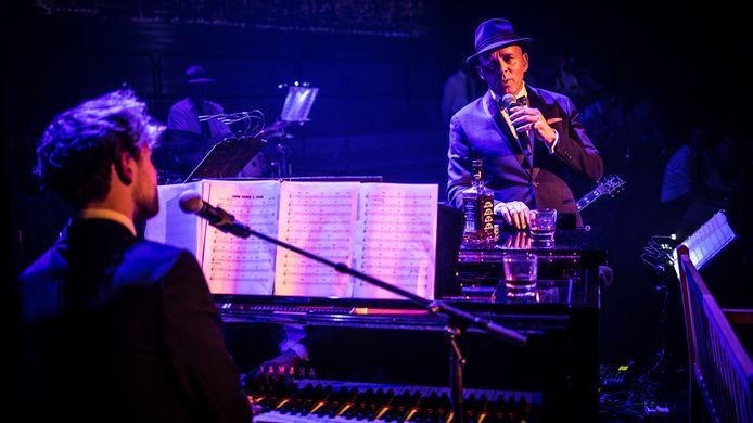 Zanger' Frank in Person' en zanger/pianist  Guimar van der Weele met de Swinging Affair Big Band.