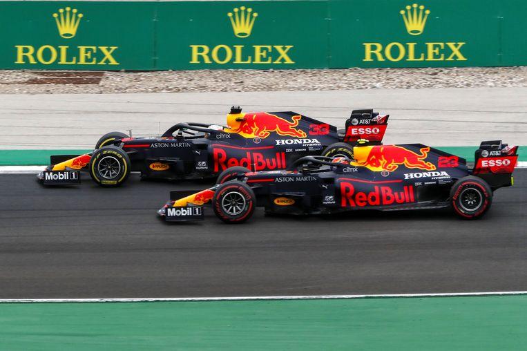 Max Verstappen en Alexander Albon tijdens de GP van Portugal. Beeld EPA