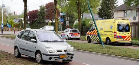 Automobiliste gewond aan been na botsing tegen lantaarnpaal in Cuijk