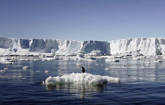 Het ijs van de Zuidpool smelt heel langzaam weg.