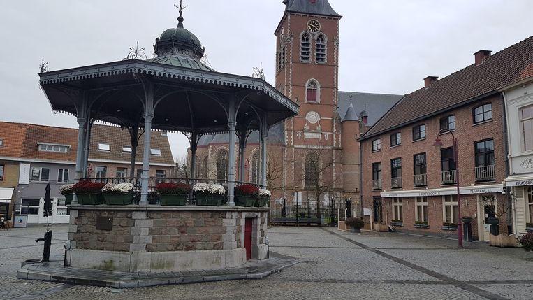 Aan de kiosk op de Markt van Aalter is (voorlopig) nog geen kerstlichtje te zien.