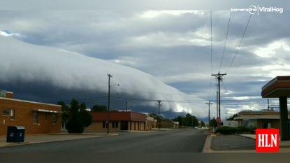"""Gigantische wolk """"rolt"""" over stad"""
