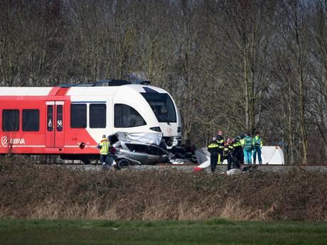 Zeker twee doden bij treinbotsing na schooluitje Harlingen
