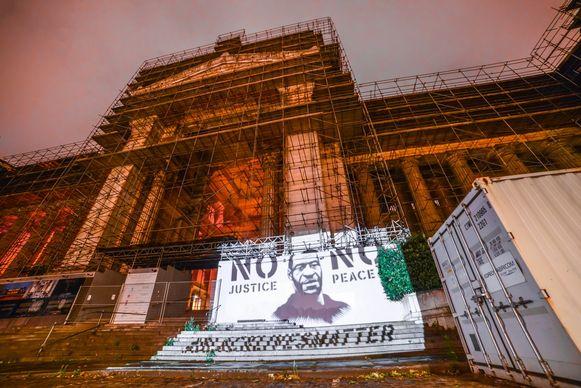De projectie van George Floyd was onder meer op het Brusselse Justitiepaleis te zien.