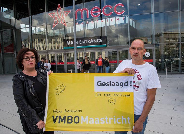 Boze ouders van een toch niet geslaagde leerling van het VMBO Maastricht. Beeld Harry Heuts Photography
