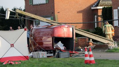 Dode bij auto tegen elektriciteitspaal in Balen