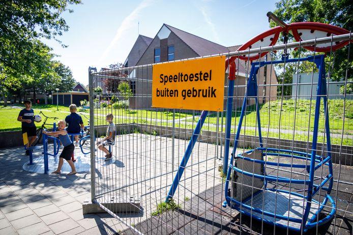 Rolstoelschommel in het Wilhelminapark is gesloten nadat een 8-jarige jongen zijn voet heeft gebroken.