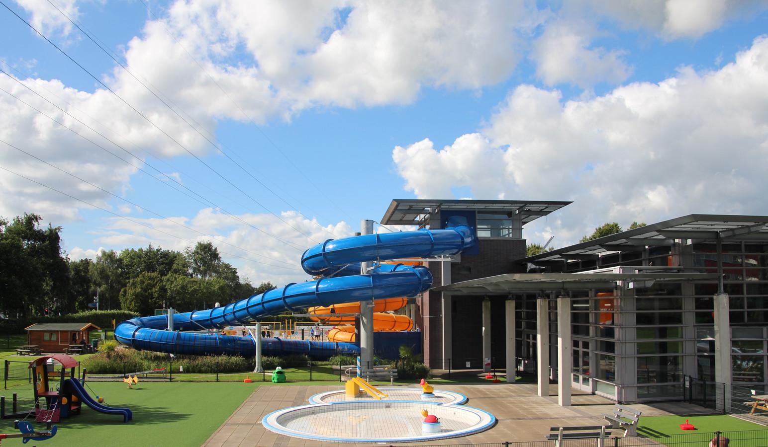 Record aantal bezoekers voor zwembad de vallei foto ad.nl