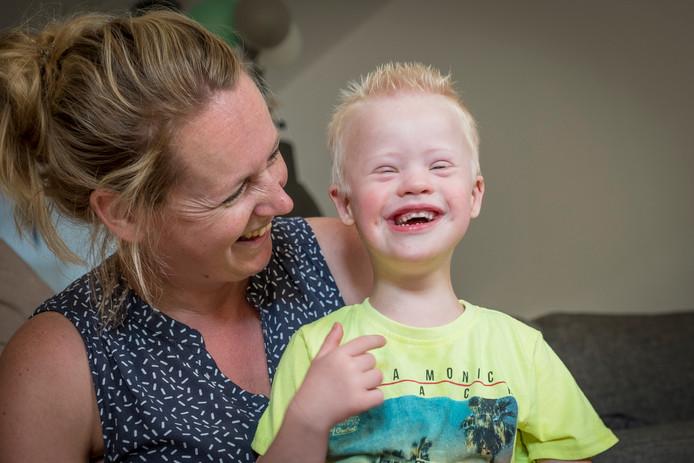 Jeanine Boerendans schrijft meerdere keren per maand zeer openhartig over haar zoon Joas, die het Syndroom van Down heeft.