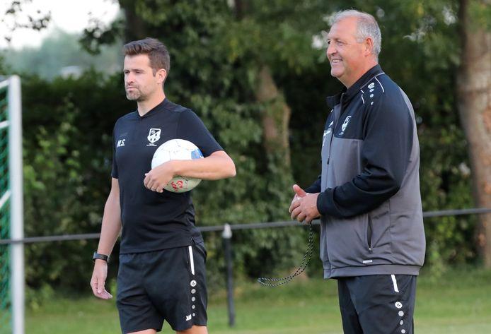 T1 Nigel Smith (r.) en T2 Steve Mollij (l.) verlengden hun contract bij eersteprovincialer FC Meulebeke.
