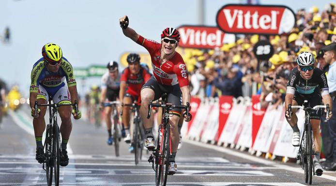 De Duitse wielrenner André Greipel heeft zondag de tweede etappe in de Tour de France gewonnen.