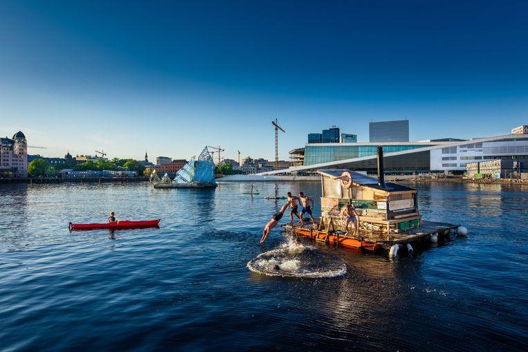 Het nieuwe waterfront, waar een vervuilde haven was, met op de achtergrond het Operahuis, het nieuwe icoon van Oslo.  Beeld Geir Anders Rybakken Ørslien