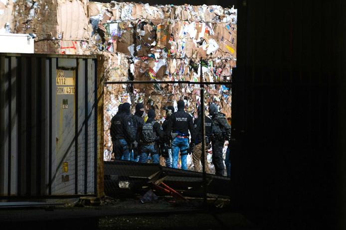 De politie-inval bij Van Puijfelik begin dit jaar.  ANP MATHIJS BERTENS / STUVE FOTOGRAFIE