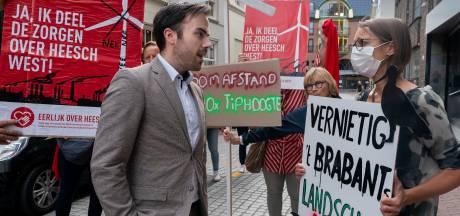 Demonstranten protesteren tegen mogelijke komst windturbinepark in Rosmalense en Nulandse polder