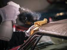 Hoe maak ik het stoffen dak van mijn cabrio schoon?