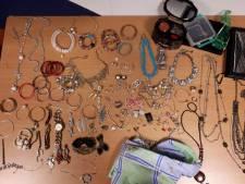 Kussensloop met sieraden aangetroffen in Barneveld