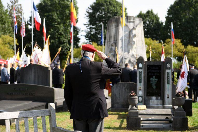 De oorlogsslachtoffers en oud-strijders worden op passende wijze geëerd.