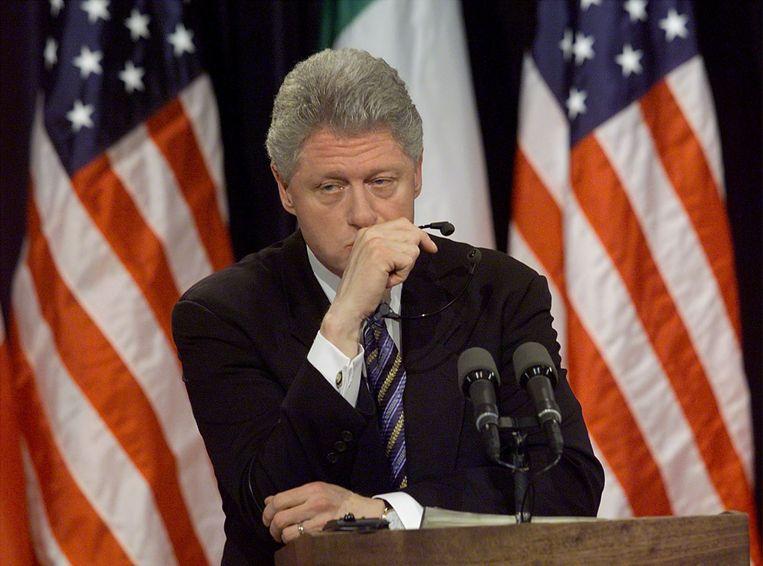 Clinton heeft het moeilijk met vragen over Monica Lewinsky tijdens een persconferentie in 1999. Beeld AFP, Stephen Jaffe