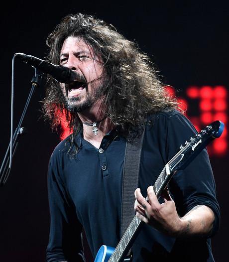 Foo Fighters trekken Rick Astley het podium op