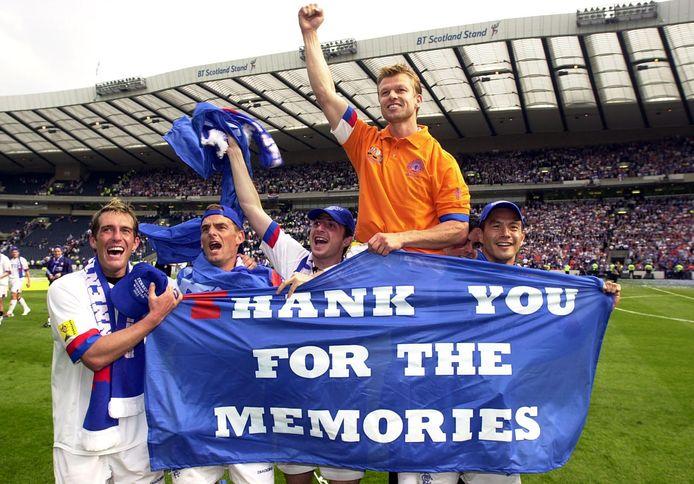 Fernando Ricksen, Ronald de Boer, Shota Arveladze, Arthur Numan en Michael Mols na een wedstrijd met Glasgow Rangers.