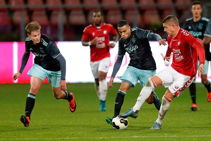 Frenkie de Jong (l) in de toenmalige Jupiler League.