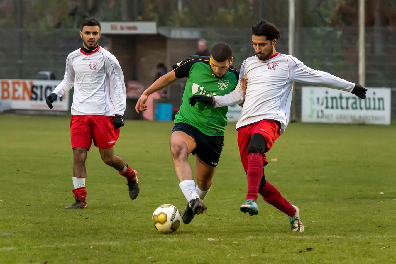 Het eerste team van Advendo (hier in de witte shirts, vorig seizoen tegen PCP) komt ook nu weer uit in de 5e klasse.