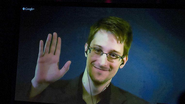Edward Snowden spreekt via een videoverbinding vanuit Rusland tijdens de uitreiking van de Big Brother Awards in Amsterdam Beeld ANP
