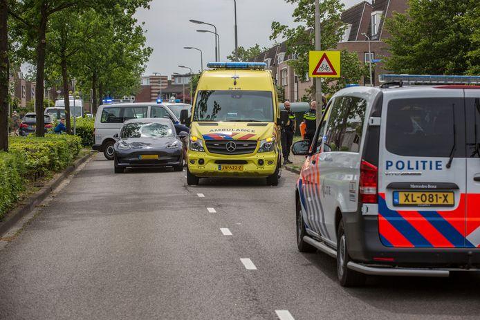 De fietsster werd door de auto geschept op de Thorbeckelaan.