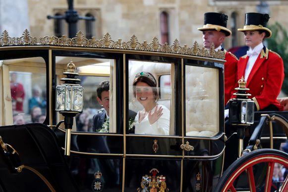Het bruidspaar in hun koets.
