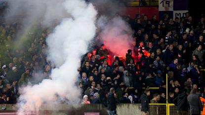 """Beerschot Wilrijk-ondervoorzitter verrast met uitleg over hoe fans vuurwerk binnensmokkelen: """"Zelfs al kleed je een vrouw uit, hou je het niet tegen"""""""
