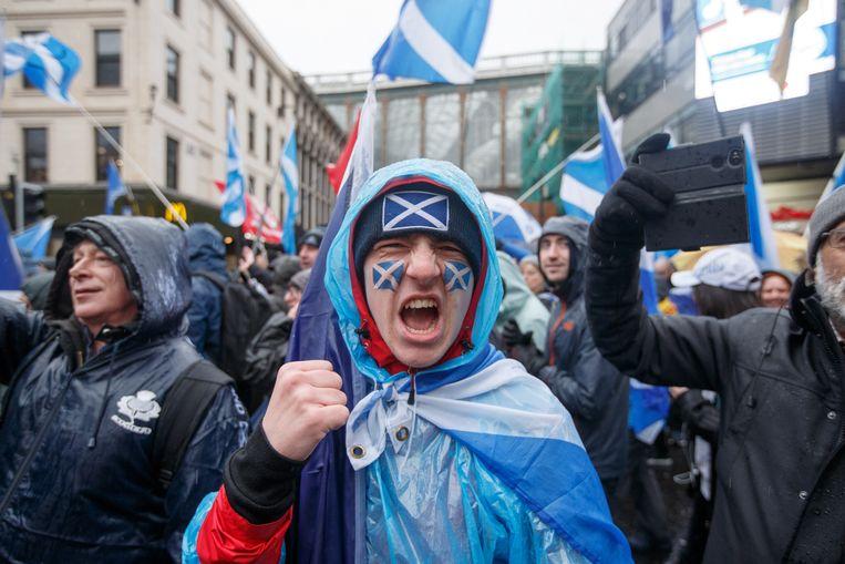 Tienduizenden Schotten demonstreren voor de onafhankelijkheid.