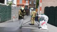 Brandweer en gespecialiseerde firma ruimen asbestafval op na brand